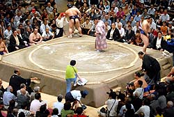 相撲 取り組み 女人禁止
