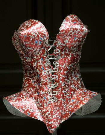 空き缶 ドレス リサイクル
