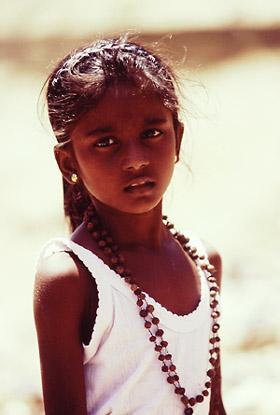 インド 少女 全裸 学校 教師